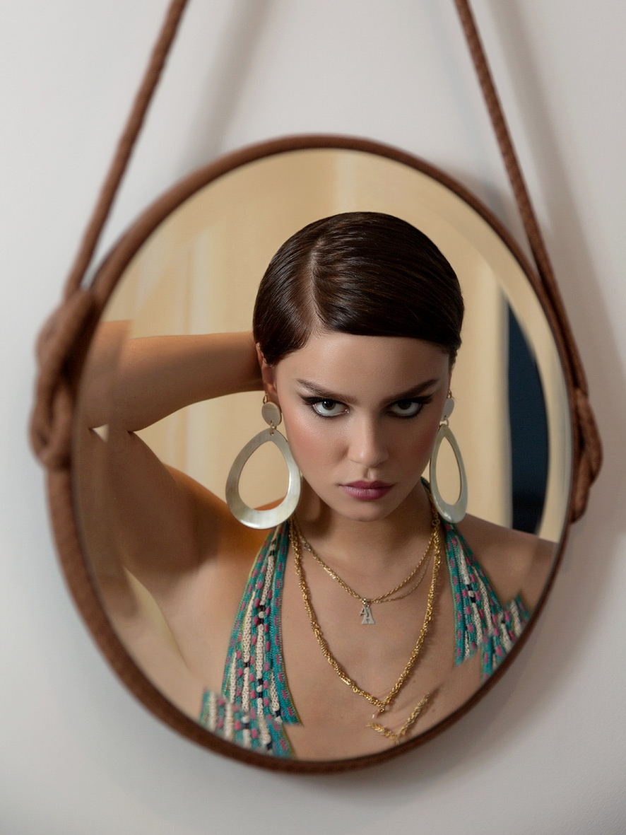 Angelina-mirror.jpg