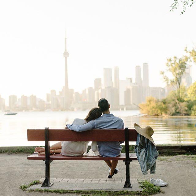 Missing Toronto summer days right about now 💫 . . . #toronto #torontolife #toronto_insta #torontophoto #blogto #torontoweddingphotographer #torontoengagement #torontoengagementphotography #torontoengagementphotographer