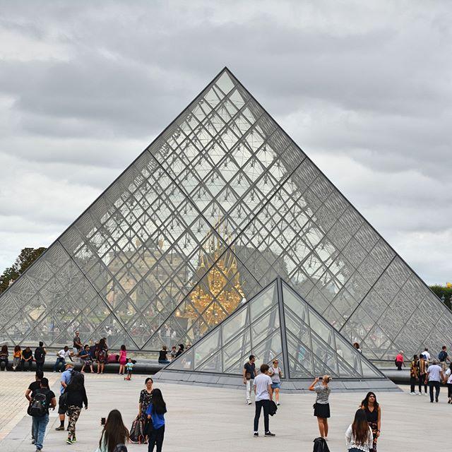 The Louvre's main entrance⠀ .⠀ .⠀ .⠀ #paris #instapassport #travelgram #traveling #travelers #explorer #exploring #wanderer #travelbug #travelblogger #travelphotography #travellife #travelpics #traveladdict #instatravel #instatraveler #passport #vacation #tripstagram #Traveler #Wanderlust #SoloTravels #TLPicks #pyramid #destinations #luxurytravel #france #visitparis #louvremuseum #louvre