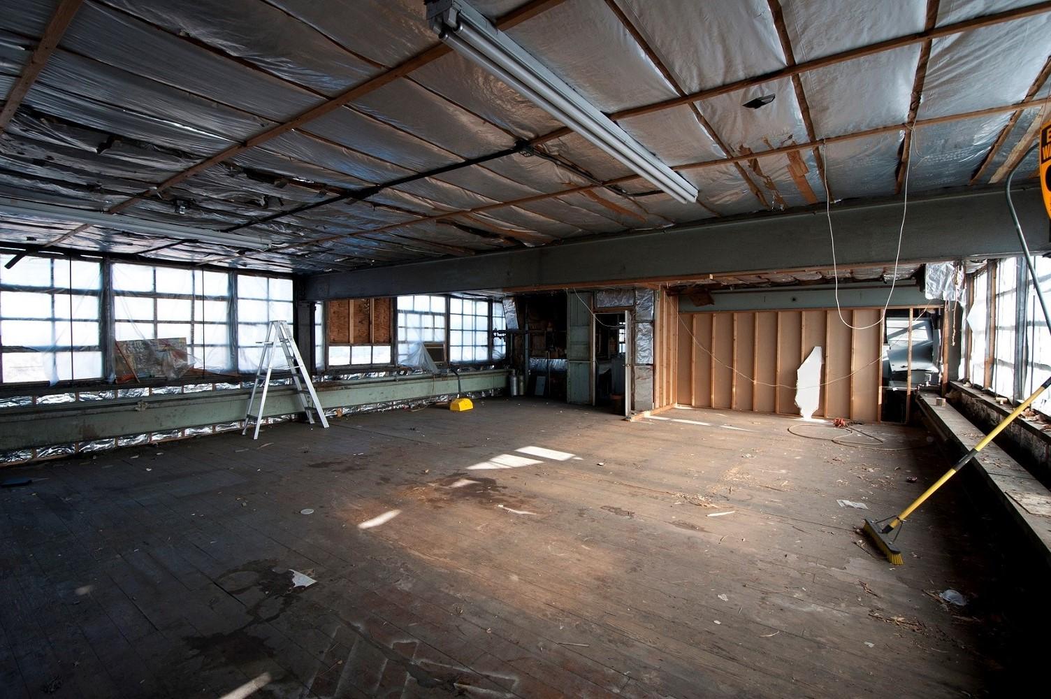 01 Upstairs (Before).jpg
