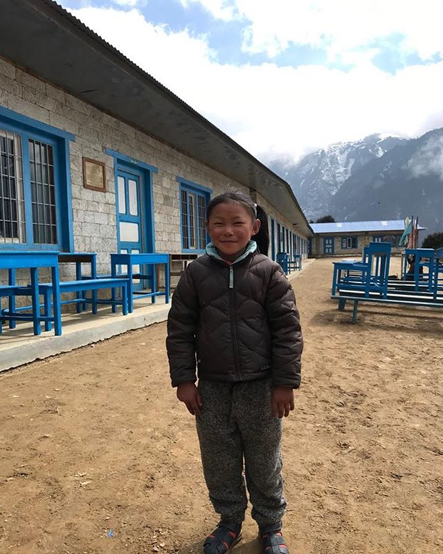 What a sweetheart! One of our students in front of the Shree Himalaya school in Namche Bazaar! We are so fortunate to sponsor these students to give them a bright future. Many thanks #alpineascentsfoundation #sherpa #sherpaeducationfund #namche