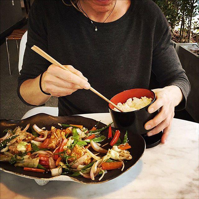 ¡No te quedes con las ganas!😋😋 👉Prueba nuestro saltaeado de verduras crocantes Yasaitame al wok con arrocito de la casa y ten un almuerzo diferente.🔝 . . . . . . #toshi #nikkei #lovefood #love #instagood #makis #sushi #picoftheday #food #igers #instagram #instamood #photography #foodporn #instapic #instafood #instacool #gastronomy #foodstagram #peruvianfood #comidajaponesa #japanesefood #Lima #Peru #gourmet #toshifans #trendy #instafoodies #fooddies