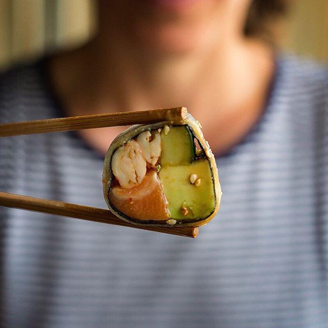 ¡LUNES Y MARTES!🔝😋 La excusa perfecta para tener un almuerzo diferente. 😉 . TyC: Válido solo para la hora de almuerzo:  Toshi Miraflores y San Isidro: 12:30pm a 3:30pm. Toshi Patio Panorama: 12pm a 4pm. No es acumulable con otras promociones. No válido para take away, ni delivery. . . . . . . #toshi #nikkei #lovefood #love #instagood #makis #sushi #picoftheday #food #igers #instagram #instamood #photography #foodporn #instapic #instafood #instacool #gastronomy #foodstagram #peruvianfood #comidajaponesa #japanesefood #Lima #Peru #gourmet #toshifans #trendy #instafoodies #fooddies
