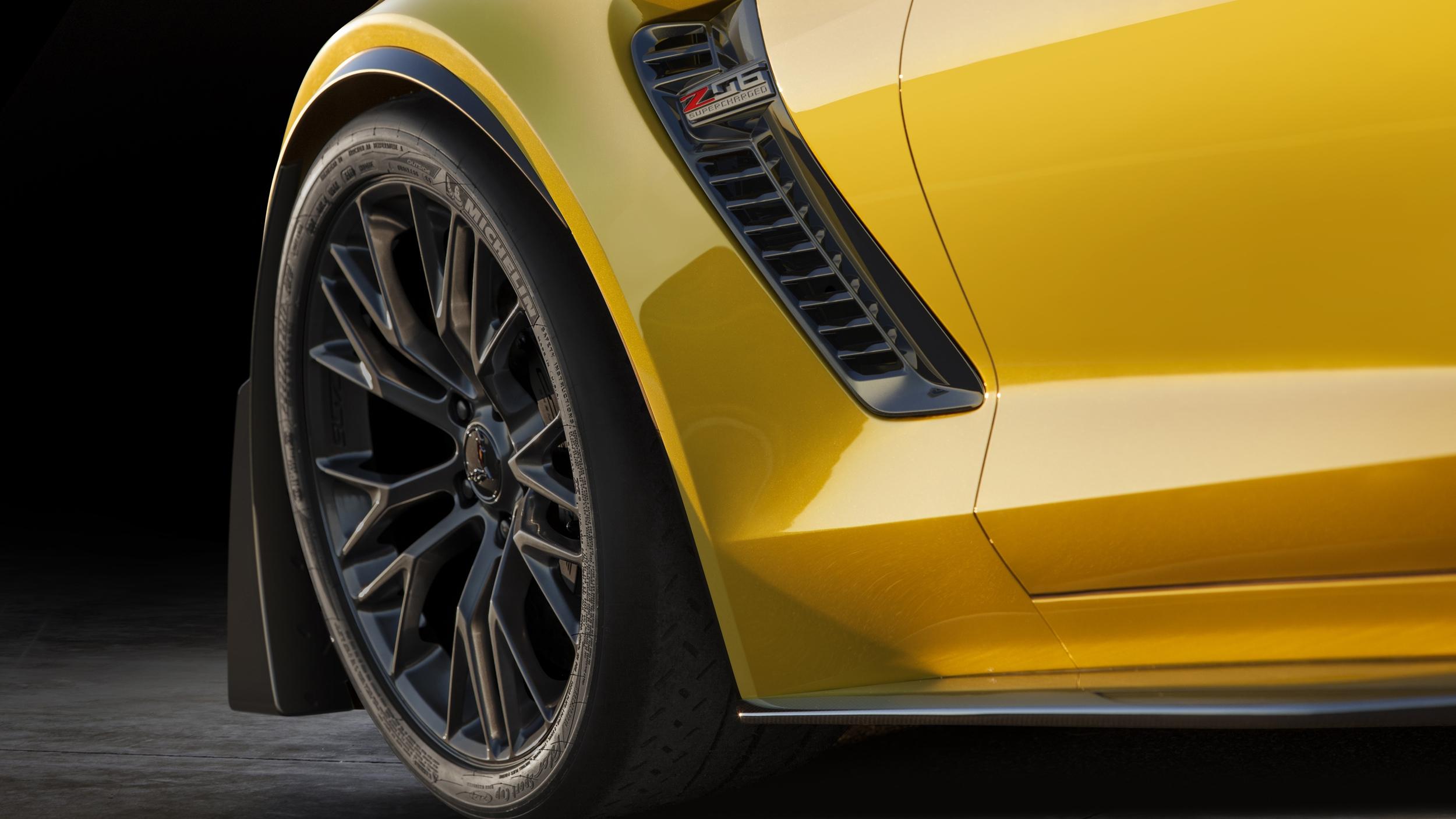 2015-Chevrolet-CorvetteZ06-001.jpg
