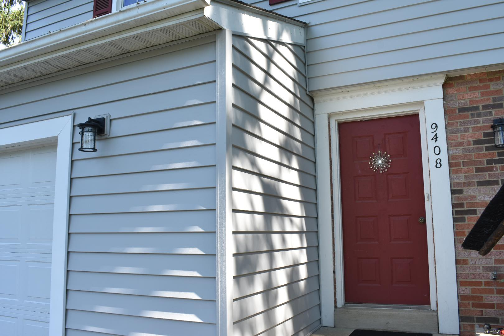 Vinyl siding is the optimal solution for homeowners looking to replace their old siding.