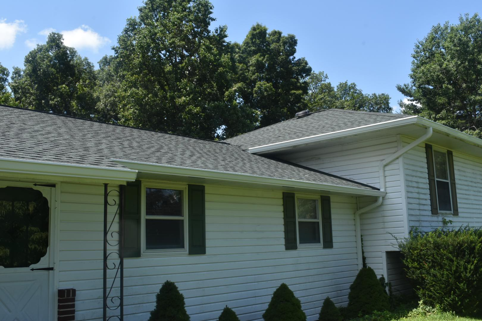 A unique color of a strong shingle - hunter green is a great choice for any homeowner.