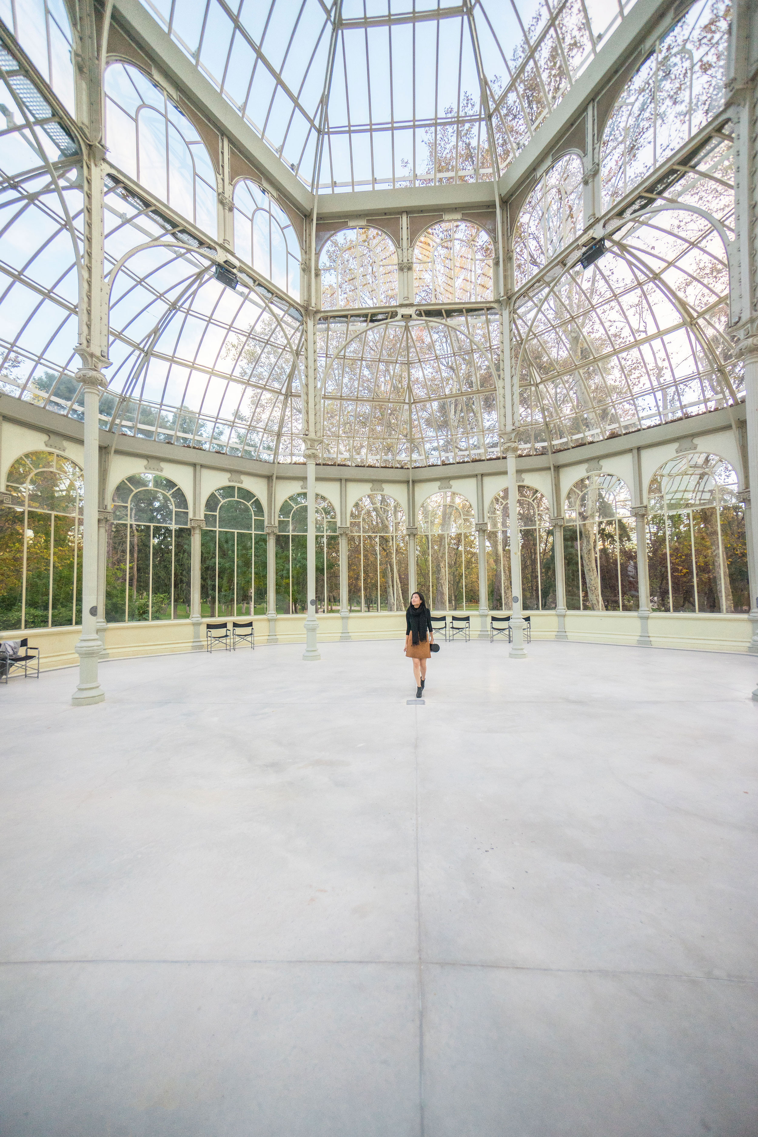 Palacio de Cristal  was originally built in 1887 to exhibit tropical flora and fauna from the Philippines.