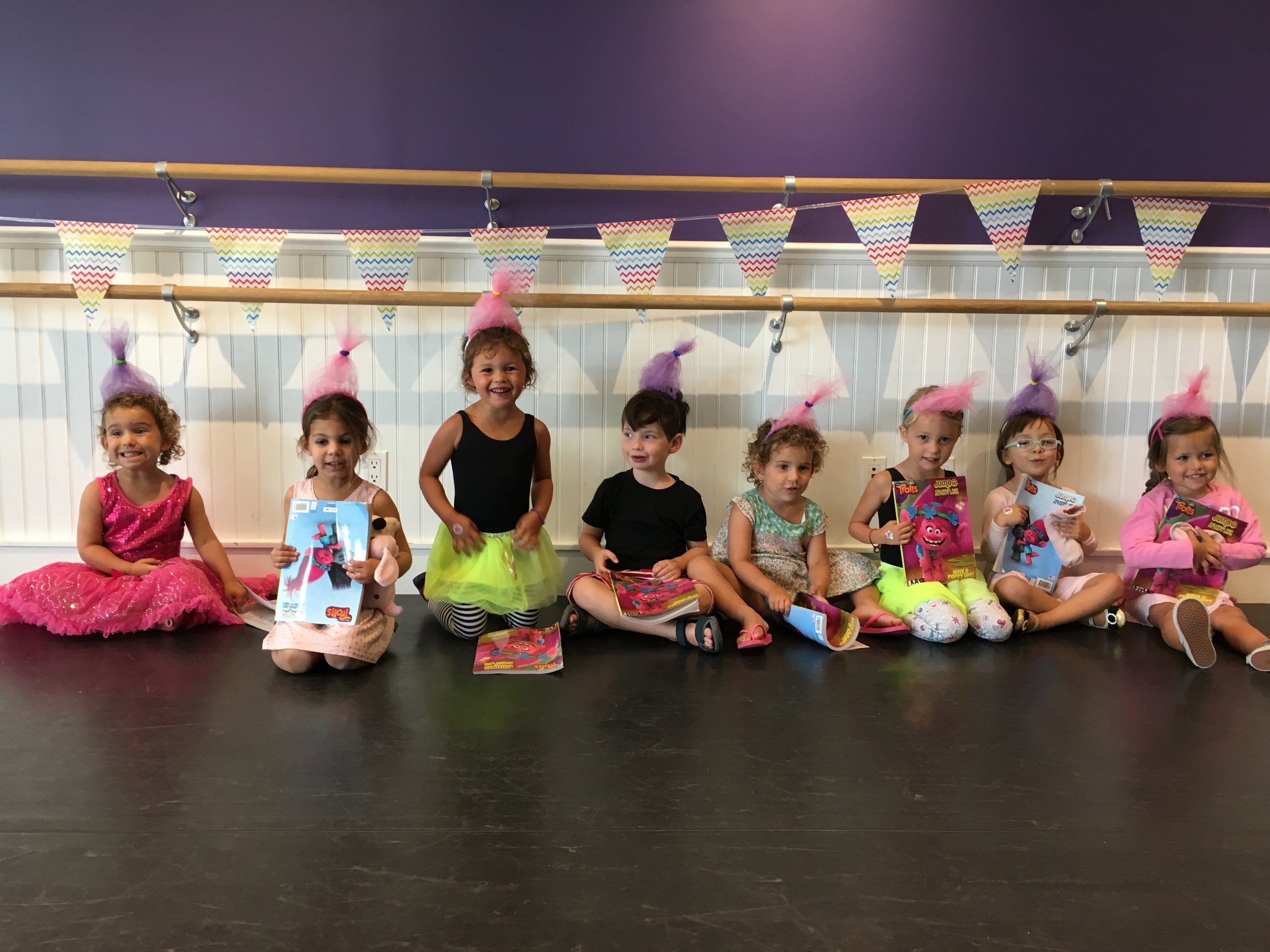 Ages 2.5 - 4   End of Summer - Monday - Friday | 9 - 10:45 am