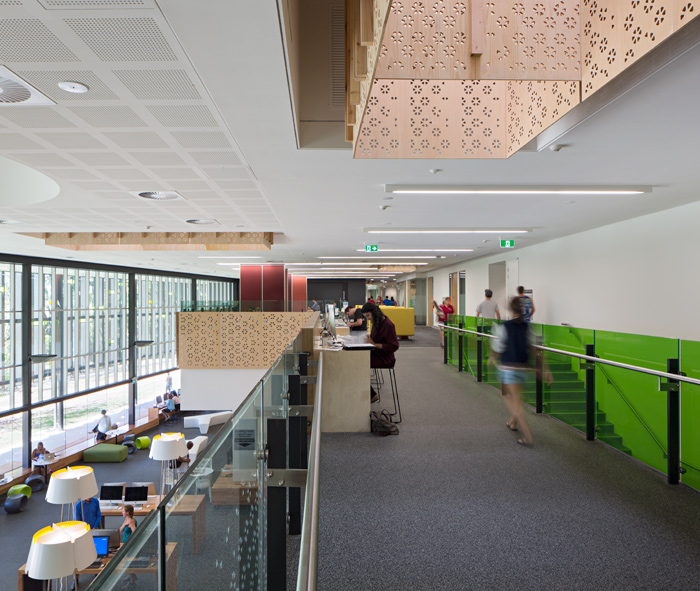 Peer to peer space for School of Education students is colocated next to academic suites and views out to landscape courtyard.