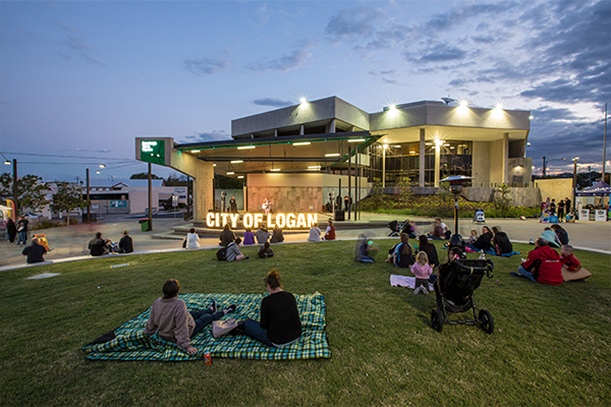 beenleigh-town-square h.jpg