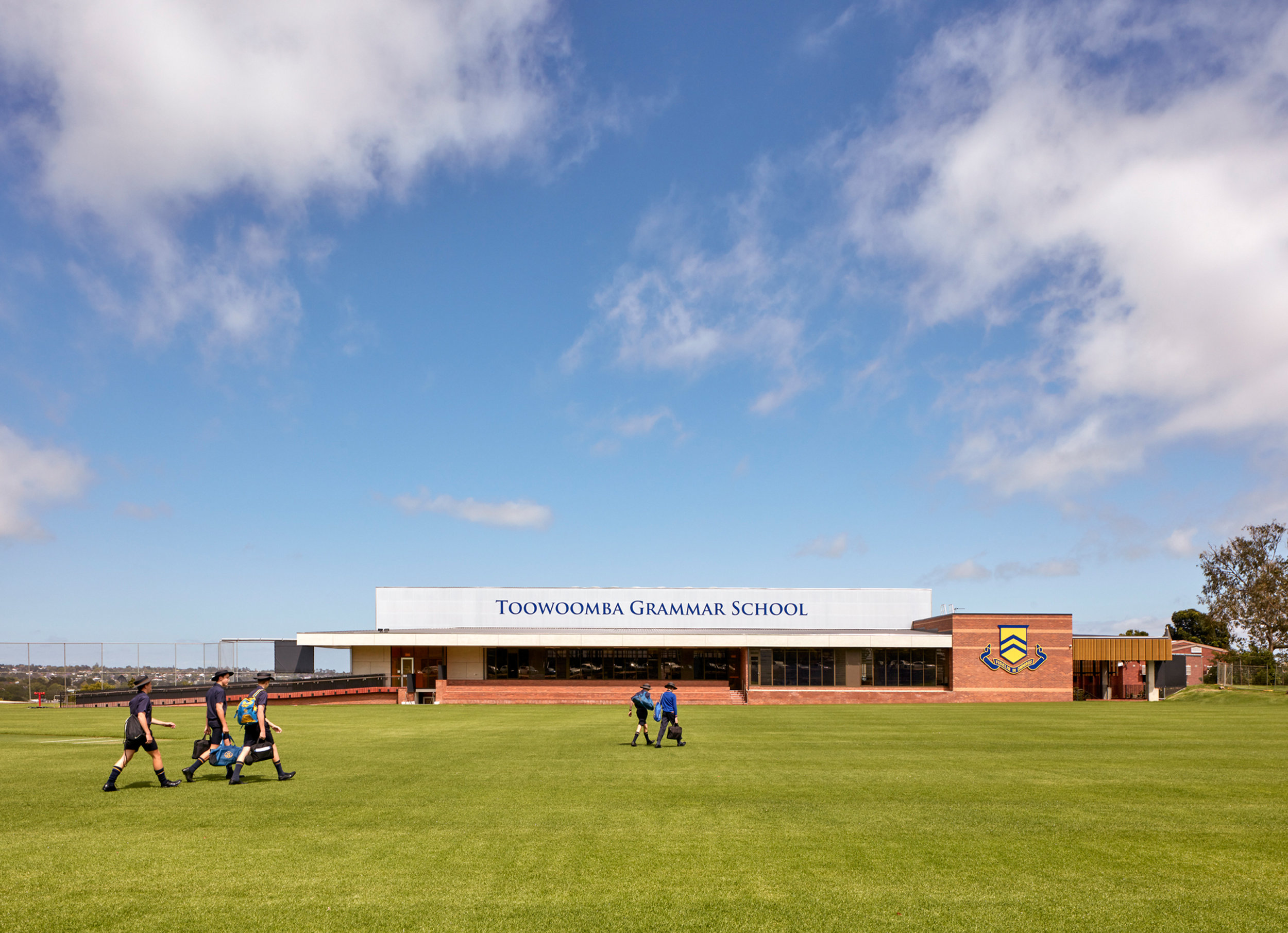 3002-educational_ToowoombaGrammarSchoolGymnasium_WilsonArch_CFJ_01.jpg