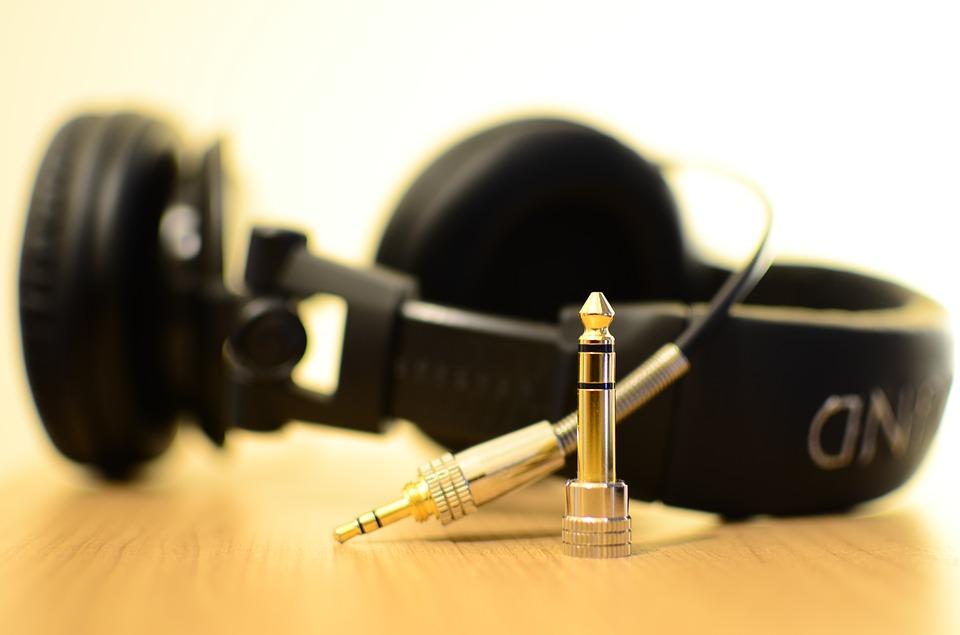 headphones-141301_960_720.jpg