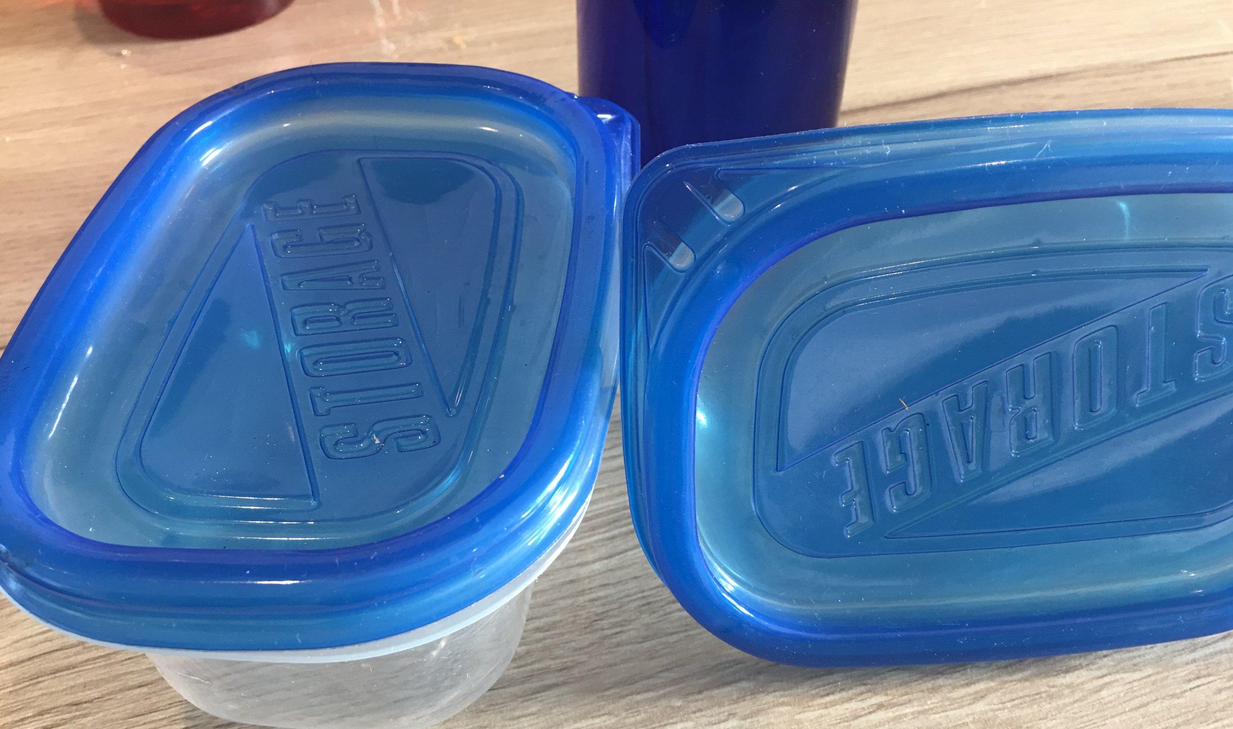 - Du finner billige frysebeholdere (for bl.a syltetøy) i plast på REMA eller KIWI.