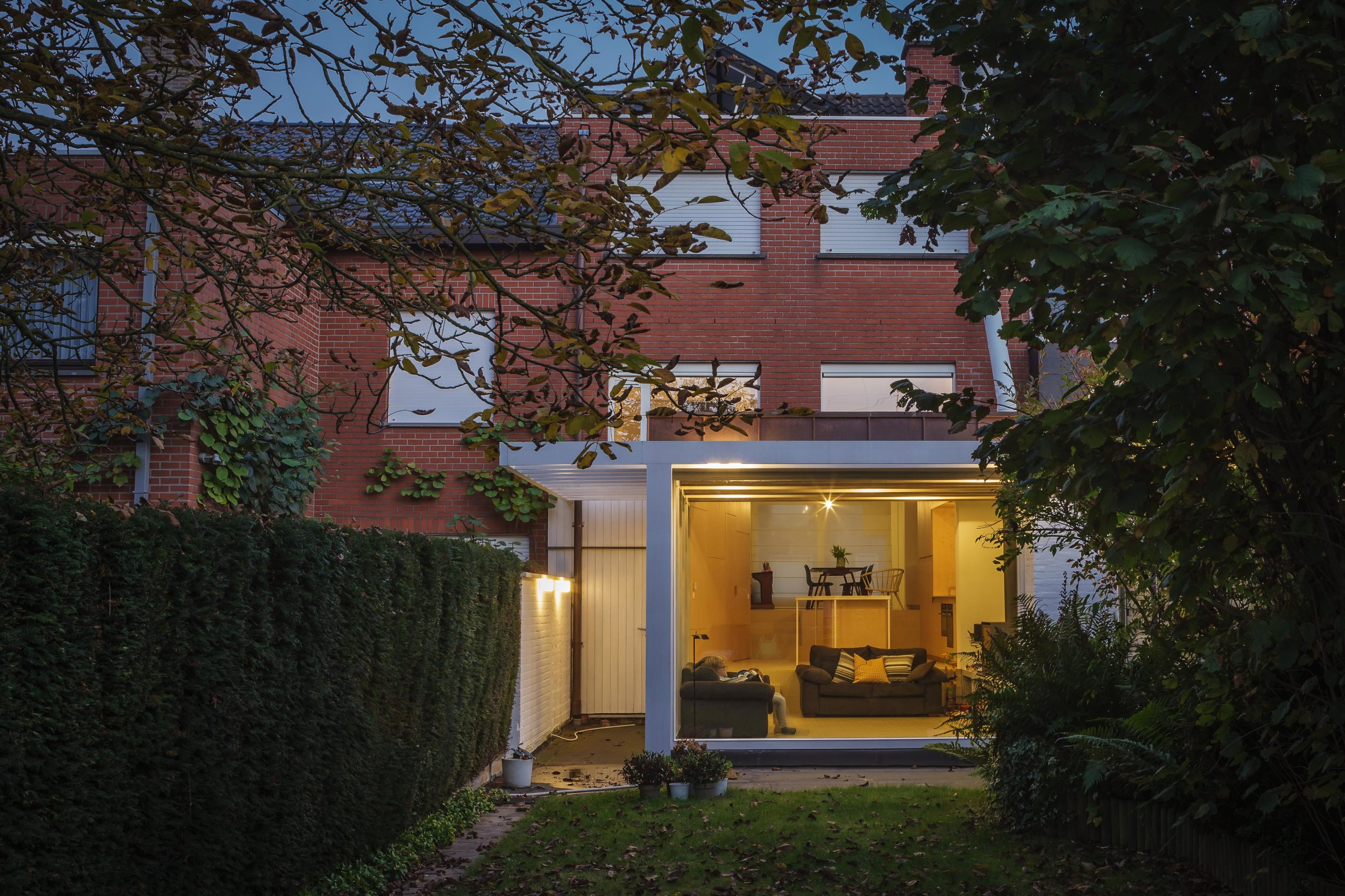 Extension and reorganisation of a split-level family house (2016, Kortrijk)  Photo Stijn Bollaert