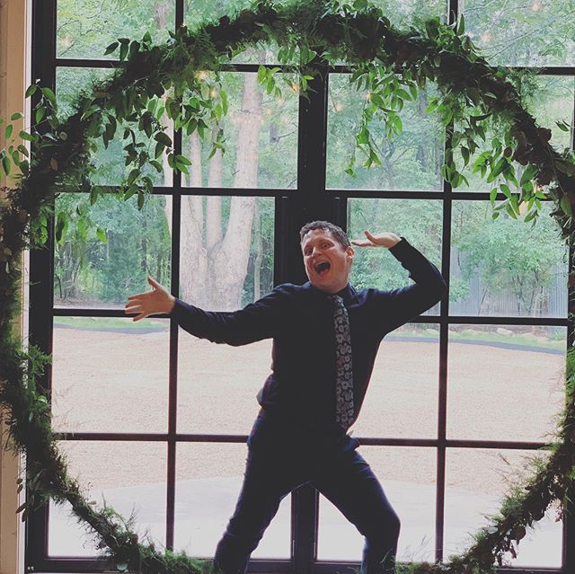 Some see beautiful wedding decorations. I saw a photo opportunity I couldn't resist. 😂🤷🏻‍♂️😁 📷: @queendinanna