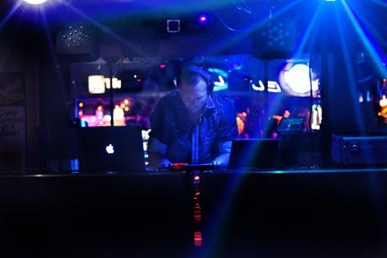 Experienced Club Mixing DJ