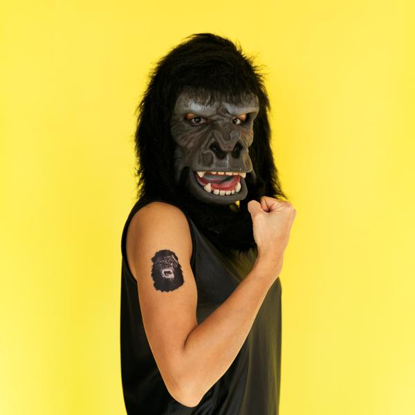 2018_guerrillagirls_feministmaskedavenger_applied_web-6_grande.jpg