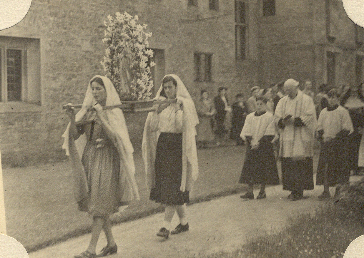 May Procession 1952 greyfriars.jpg