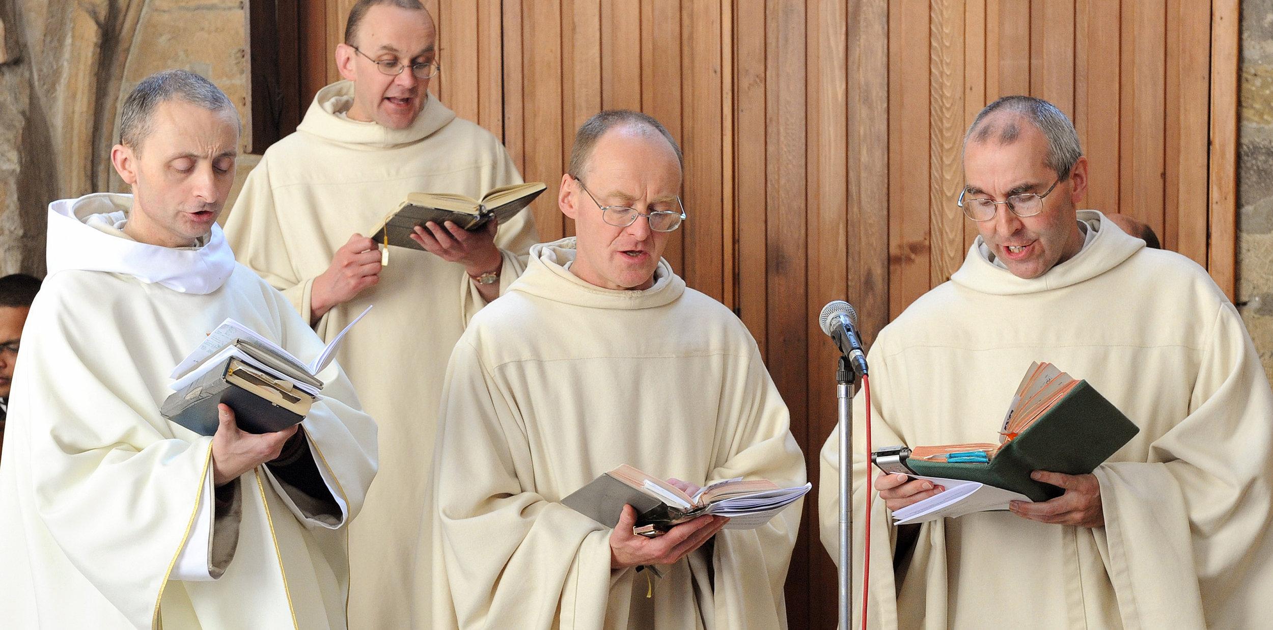 Monks of Pluscarden singing