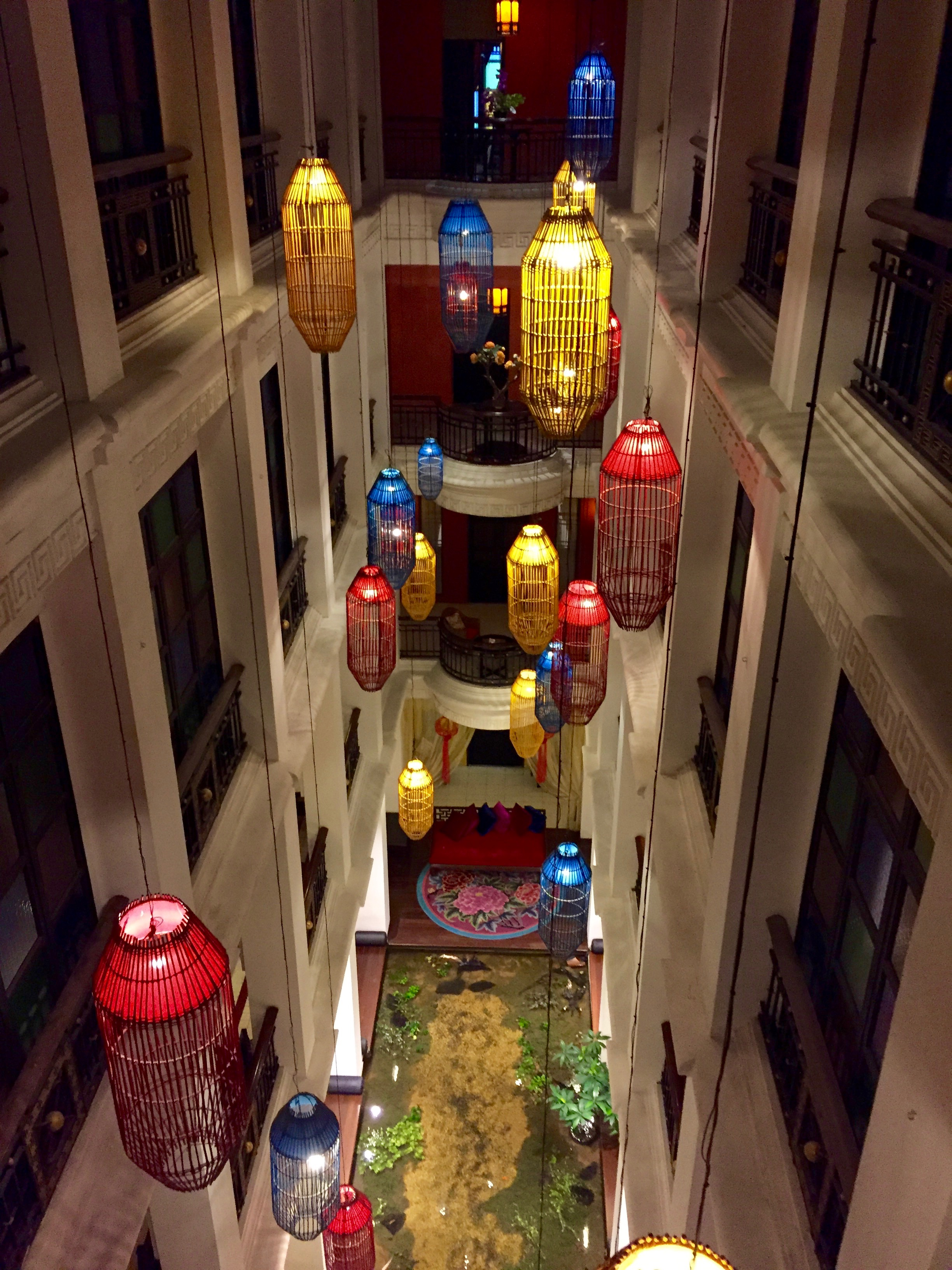The lobby of the Shanghai Mansion Hotel in Bangkok's Chinatown, was so much fun.  The faux colonial hotel reminded me of the Cheong Fatt Tze Mansion of Penang.