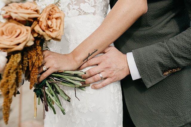 Wedding day details. ✨ @helinnyo 🖤