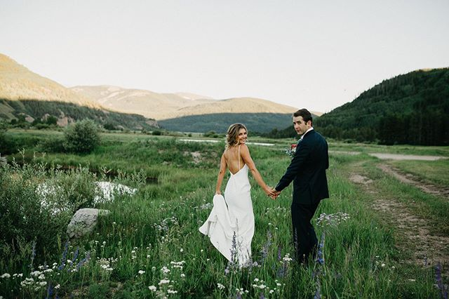 Kasey & Mike at the dreamiest venue. 😍