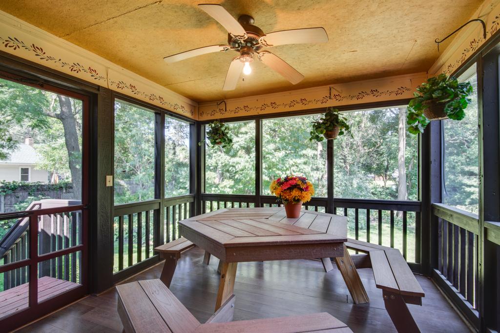 2957SherwoodPlace-Interiors-MLS-28.jpg