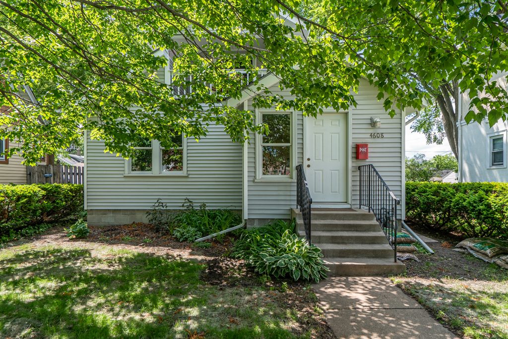 4608 Columbus Ave S MLS-6.jpg