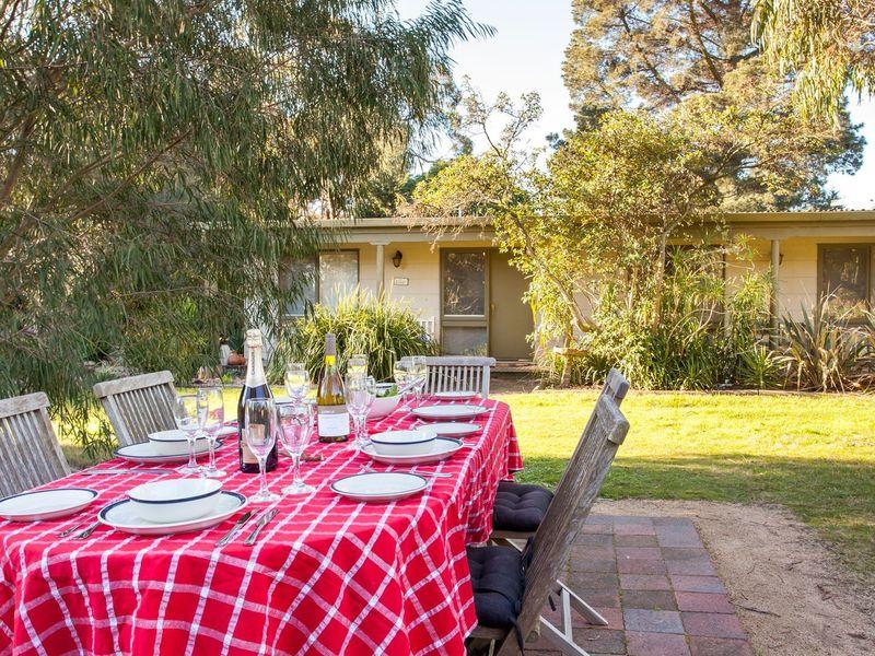 Kanturk 11 - Dining Outside.jpg