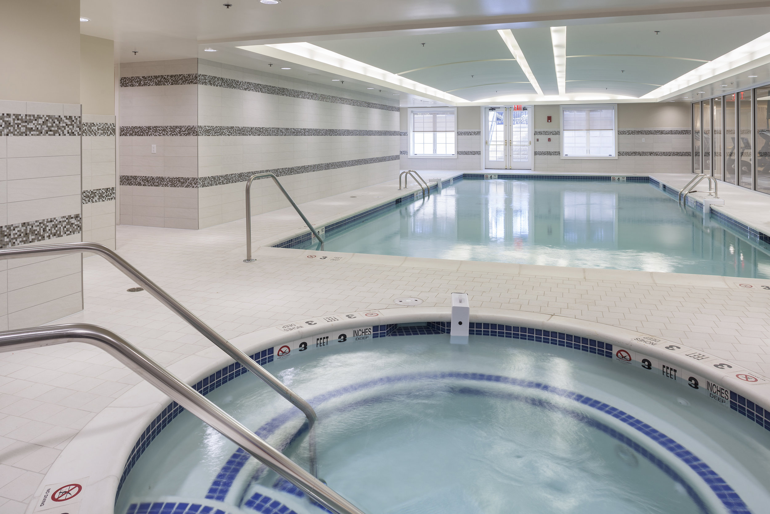 Indoor Pool 3[1].jpg