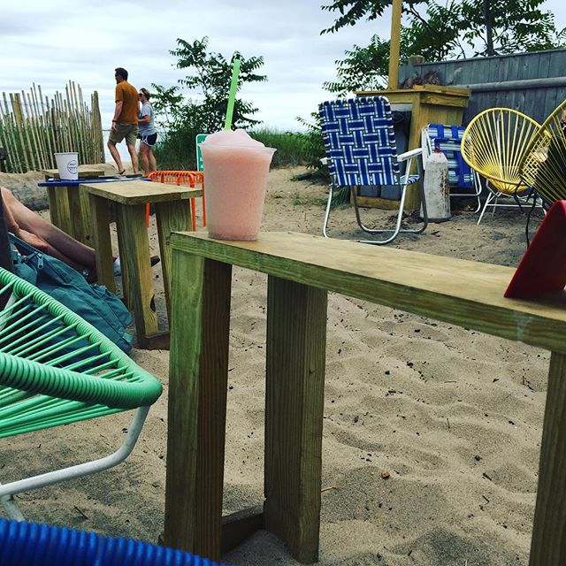 Frozè by the sea shore 🌊 #ptown #provincetown #frozee #frozè #daydrinking #lobsterroll #canteen
