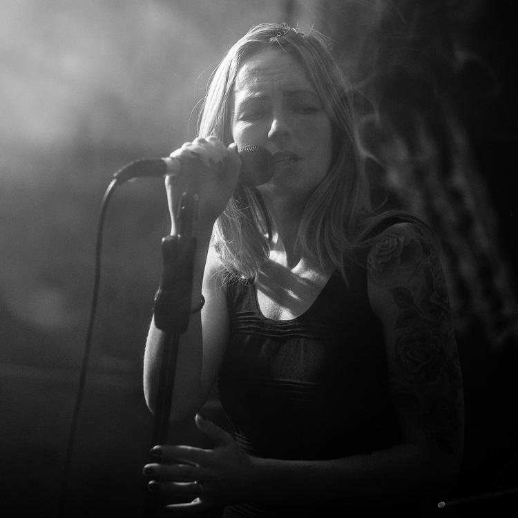 Devon+live+music+act.jpg