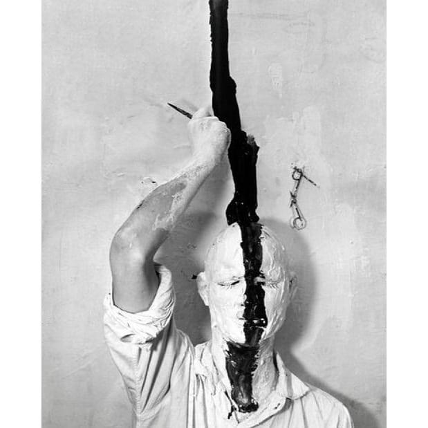 GUNTER BRUS, 1965 #gunterbrus #artwork #mustsee #avantgarde #avantgart #inspiration #aesthetics #art #selfportrait #selfie #vibejohansson #copenhagen #scandinavian #minimalism #nordicdesign #blackwear #darkart