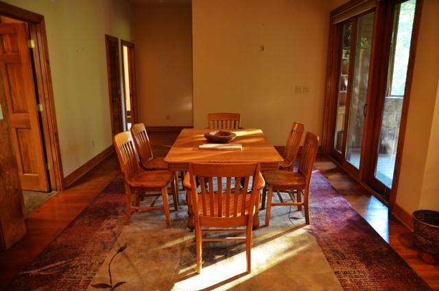 L dininggg Table.JPG
