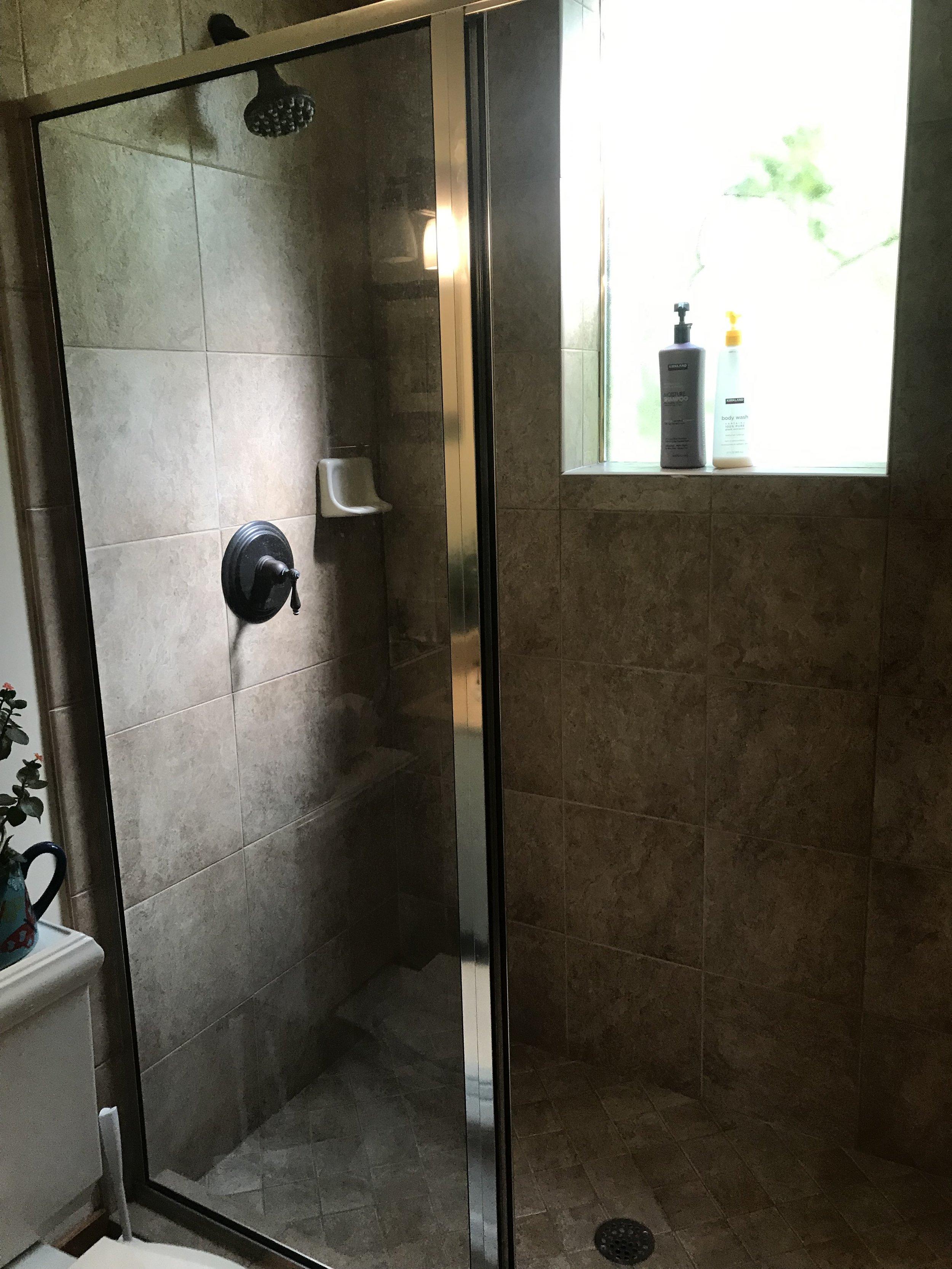 L L3 halllway shower.JPG