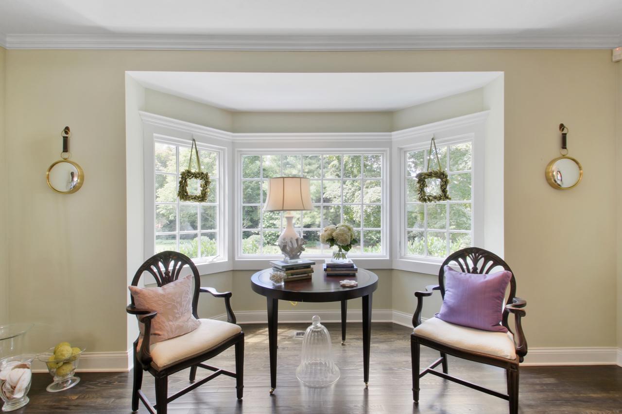 Living Room Bay Window Detail