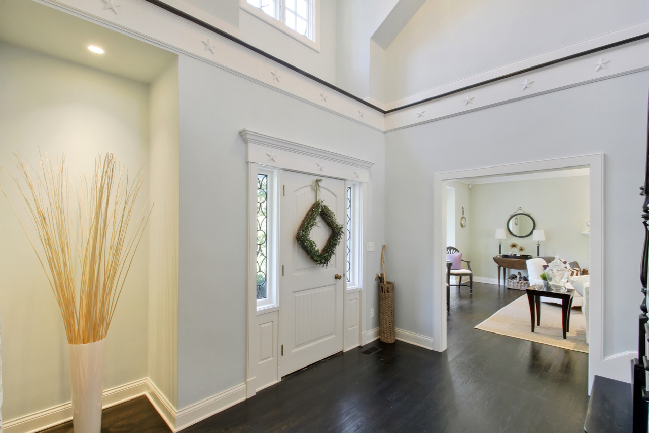 Two story entry foyer (1).jpg
