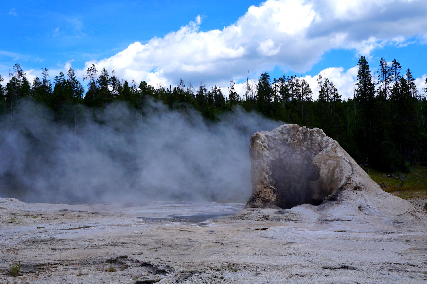 Several of the geysers and hot springs release vapour because of their temperature. They release a smell of sulfur,also known as fart.