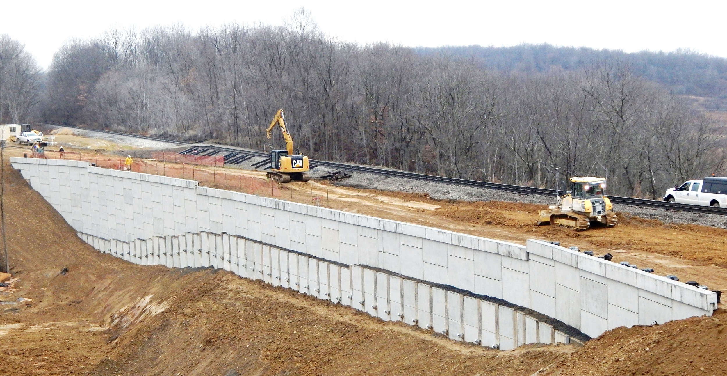 MSE Panel and Soldier Pile with Pre-Cast Lagging Retaining Wall