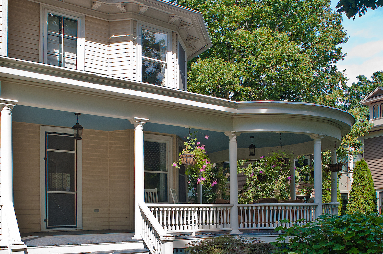 This home had three porches, one for the doctor's office entrance, a connecting porch and a large curved porch that had was much larger.