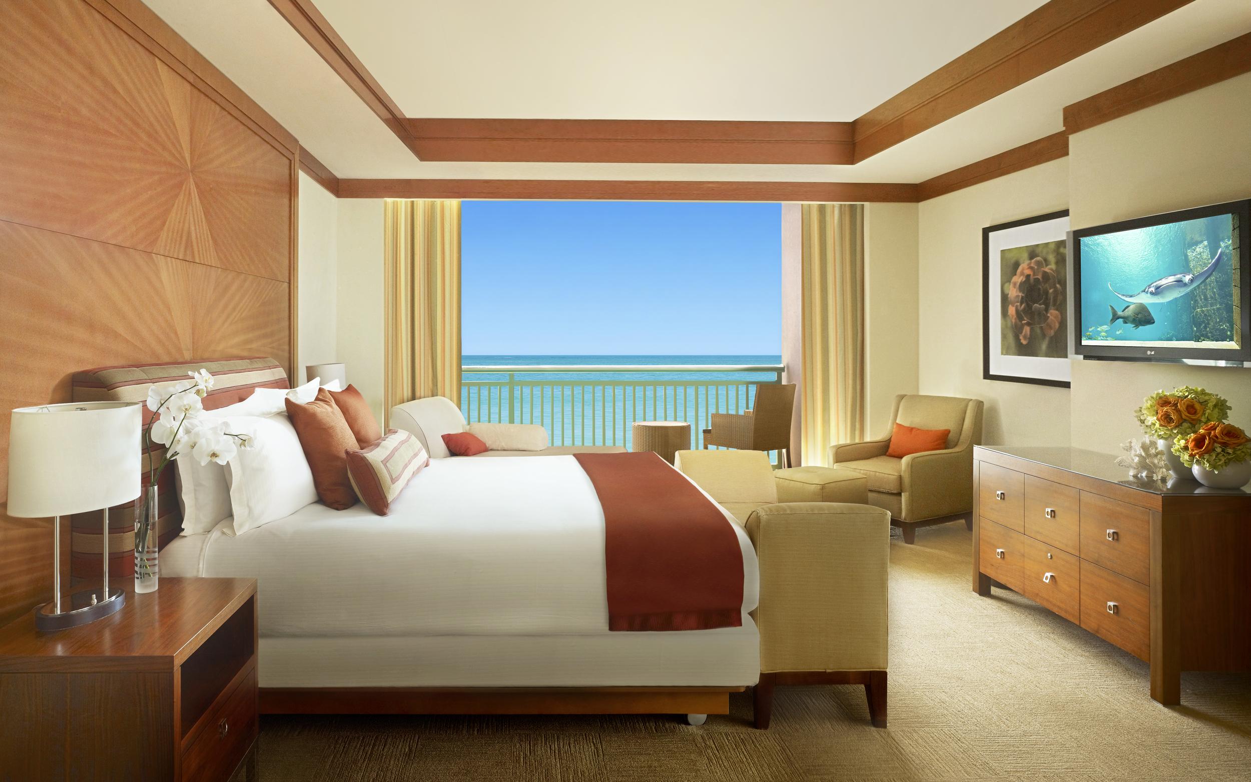 The_Cove_Atlantis_Azure_Suite_-_Bedroom_12270_standard.jpg