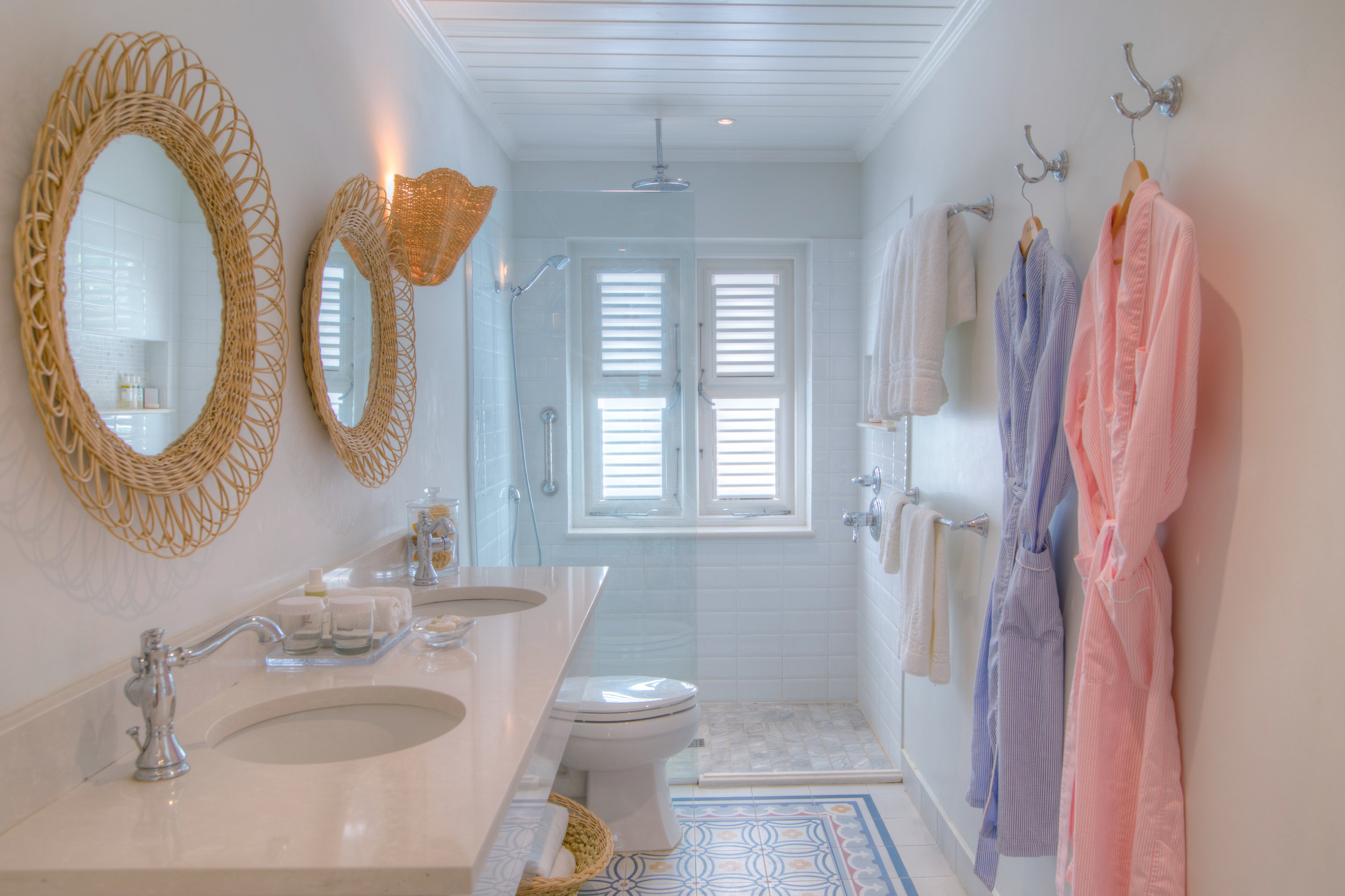 4 Ocean Front Suite - Bathroom.jpg