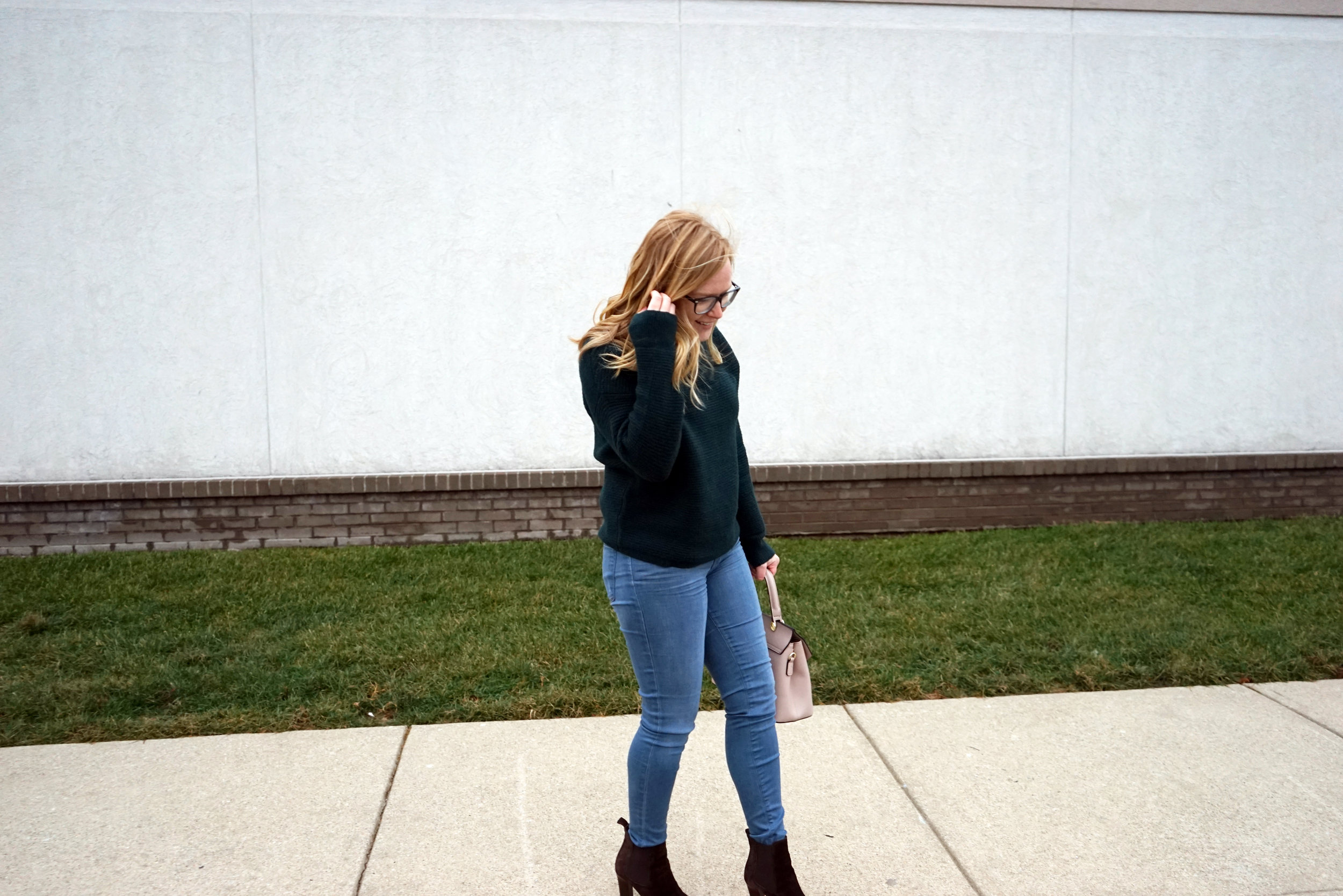 Maggie a la Mode - Madewell Southfield Mockneck sweater, J Brand 620 Super Skinny Jeans Impulse, M Gemi The Avanti Boot, Camelia Roma Leather Handbag Cameo