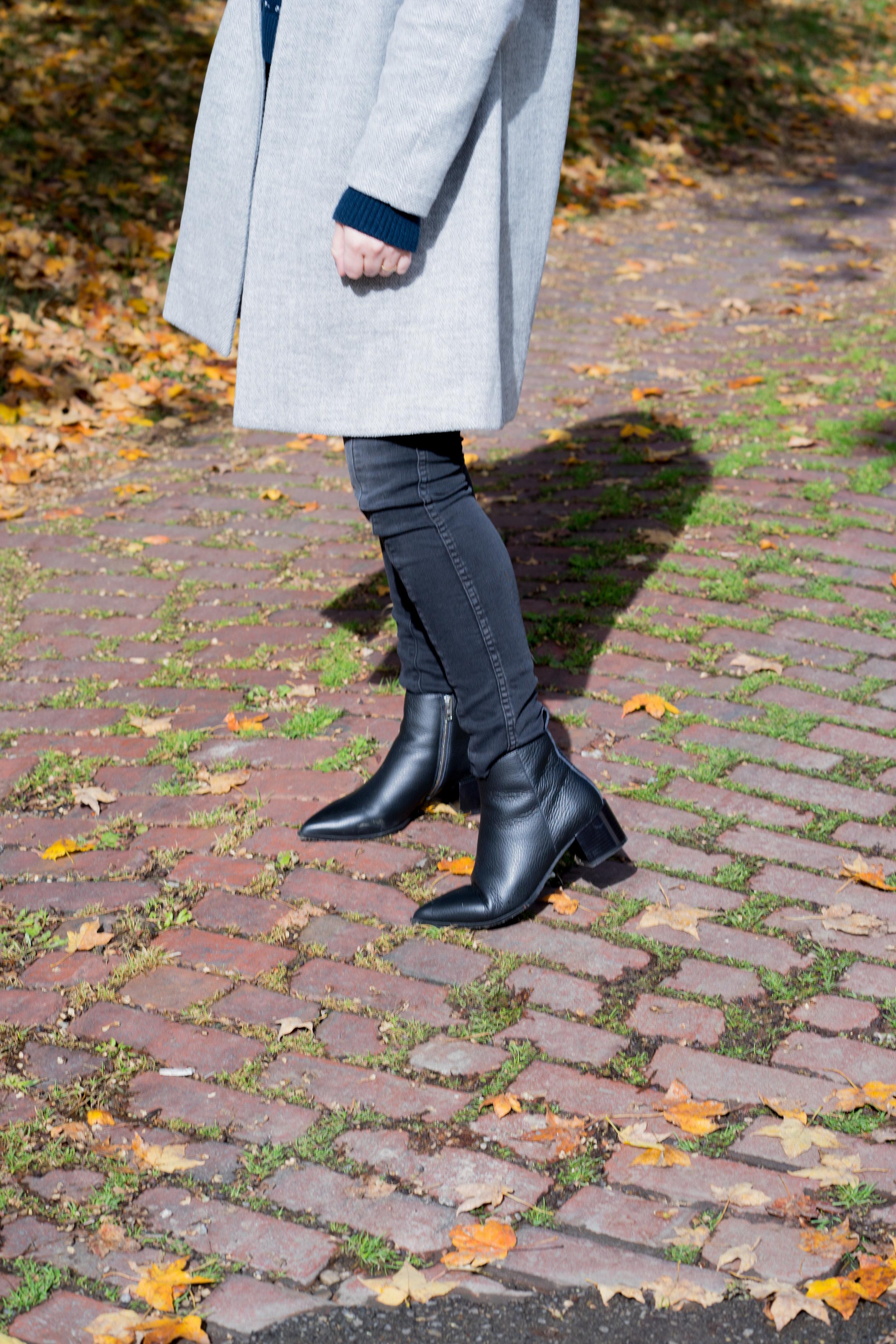 Maggie a la Mode - The Perfect Herringbone Coat Madewell Stanza Coat Everlane Boss Boot-6.jpg