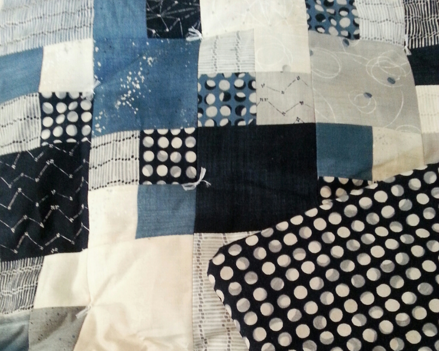 The pattern is super simple, it's a checker board of single square and 4-square blocks.