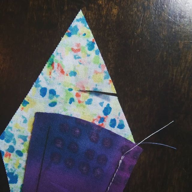 Why wasn't I more careful when snipping apart my chain? 😭😭😭 #quiltlife #paperpiecing #oopsie