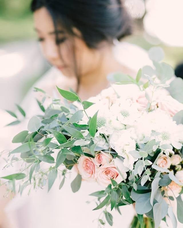 Stephanie's wedding was oh so pretty!  Photo @whimsandjoy