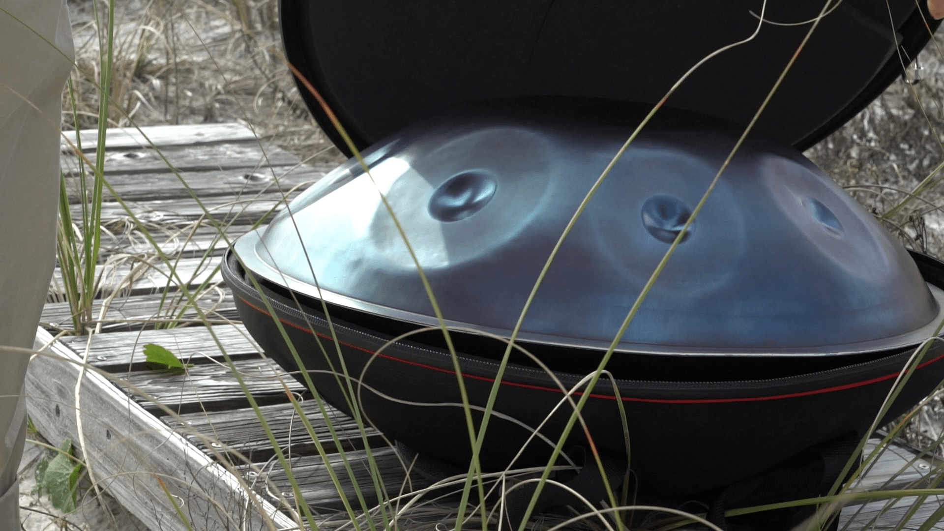 blue-handpan-beach1.png
