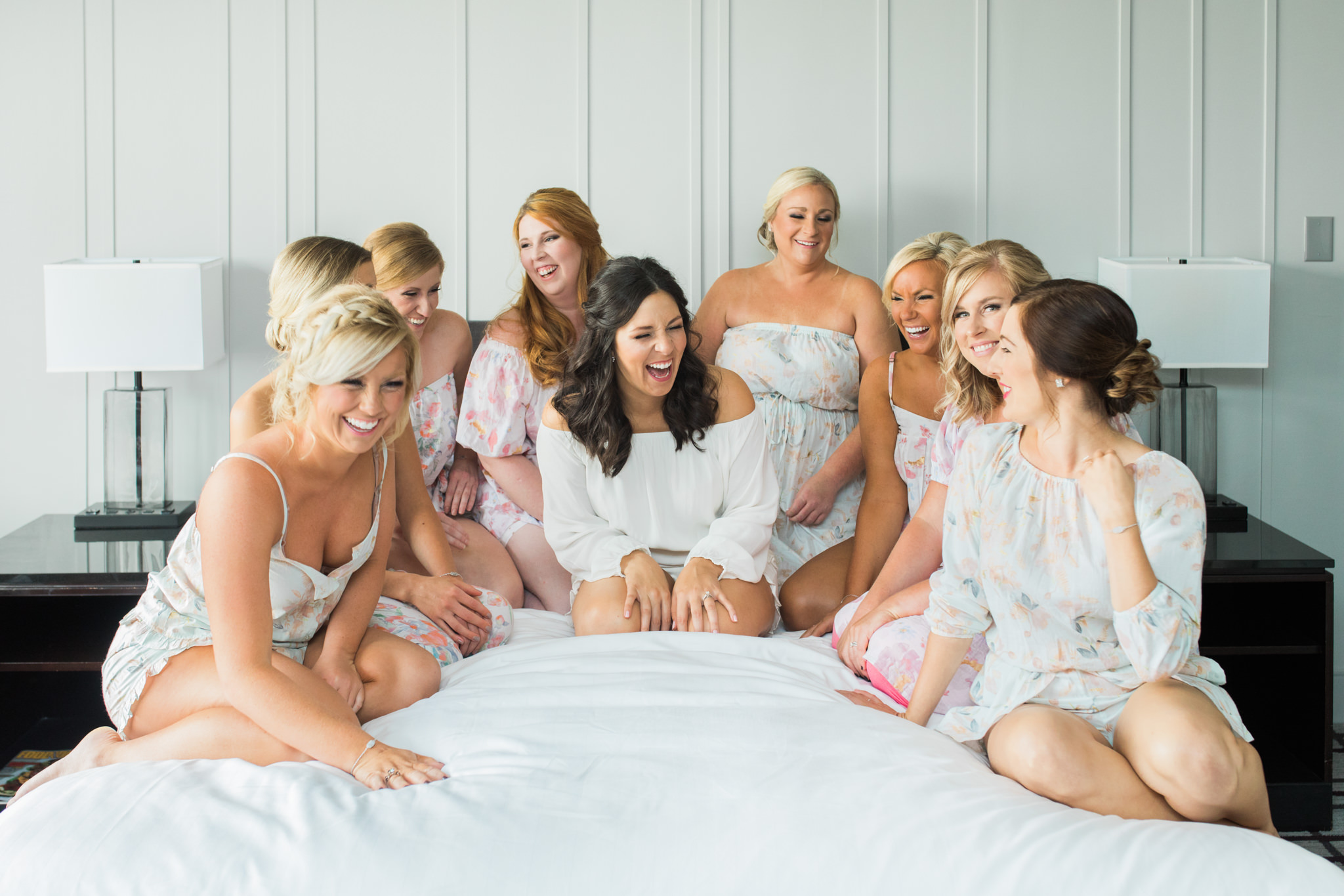 7 Moments Your Wedding Photographer Shouldn't Miss Getting Ready