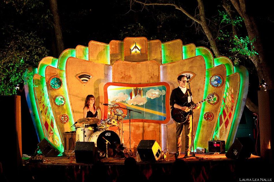 Art Outside - Folk Stage